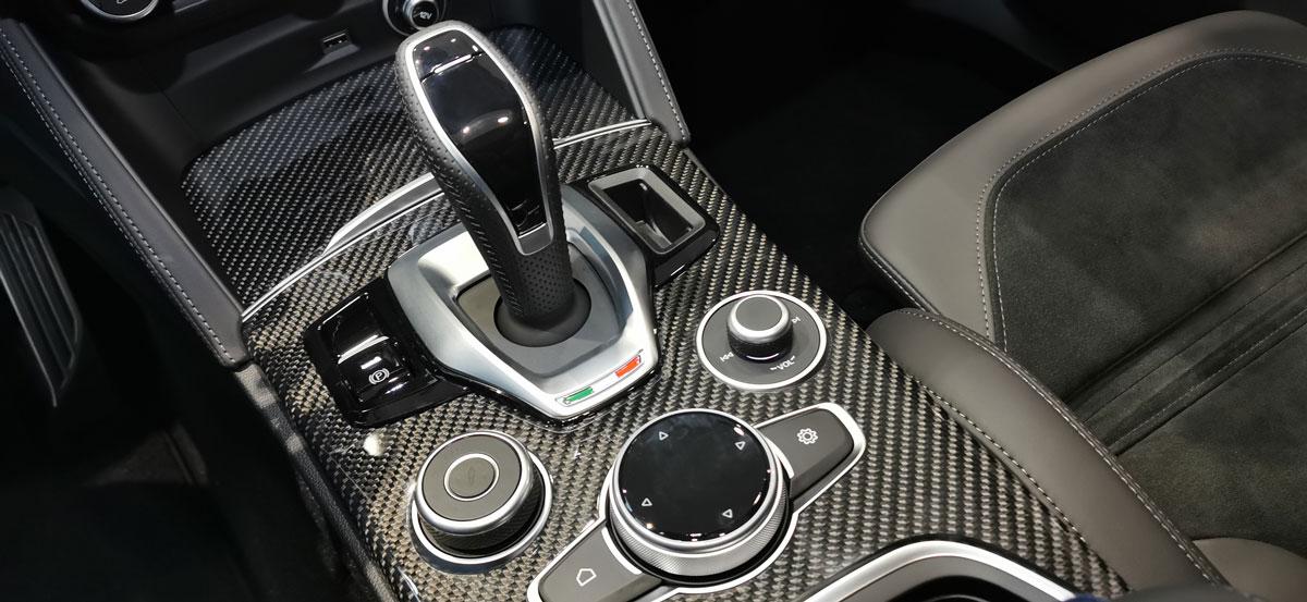 Panel samochodowy z Carbonu